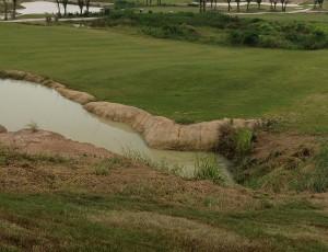 パリチャット インターナショナル ゴルフリンクス池